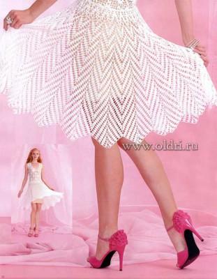 Белое вязаное платье крючком