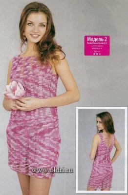 Розовое вязаное платье на лето