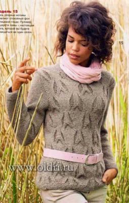 Вязаный пуловер с рельефным узором