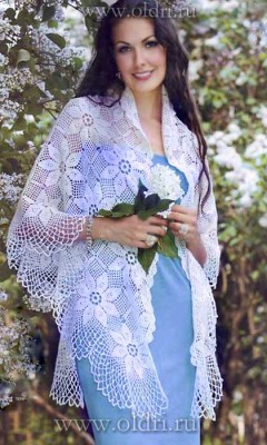Красивая вязаная шаль